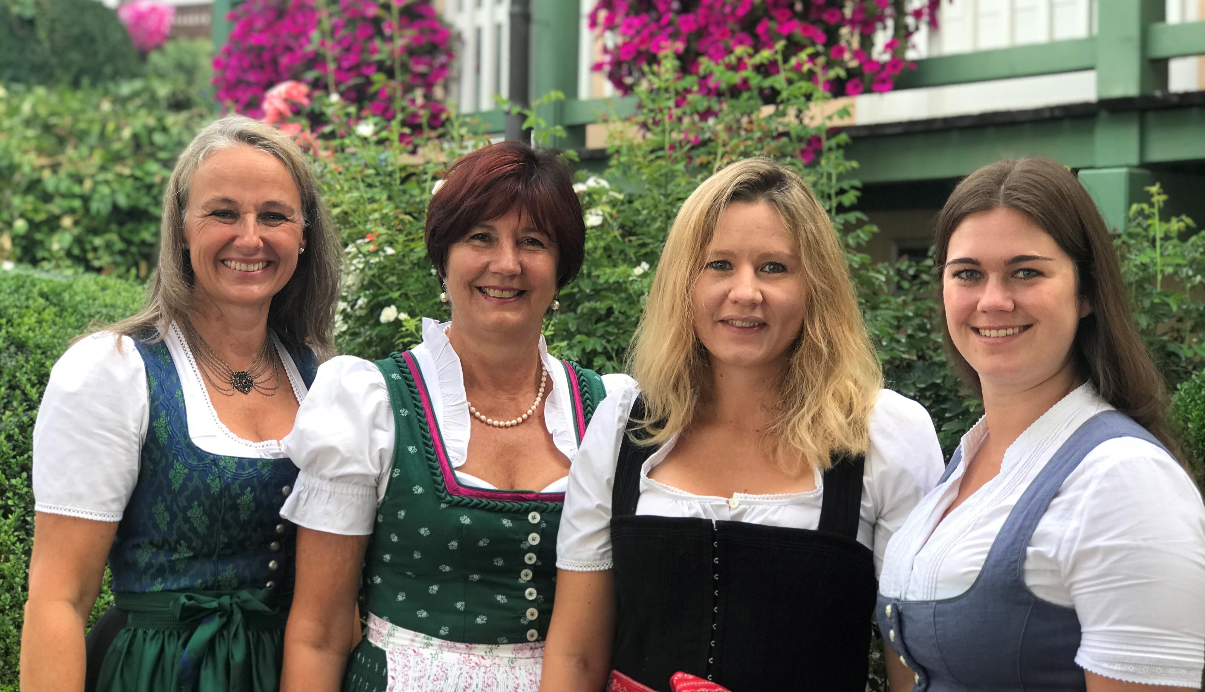 Your team for Gstadt: Uschi Nackenhorst und Irmi Schlemer (© Foto: Tourist Info Gstadt)