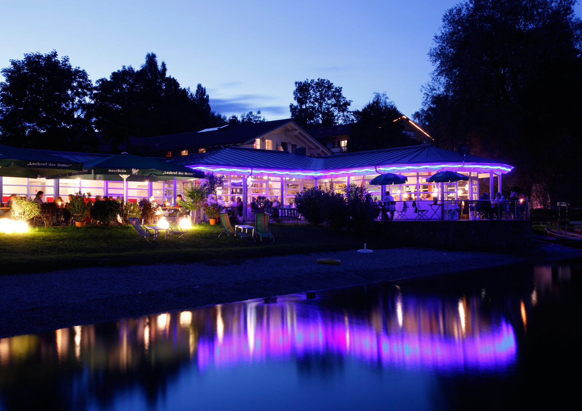 "Restaurant ""Inselblick"" in the evening (Foto: © Ulli Seer)"
