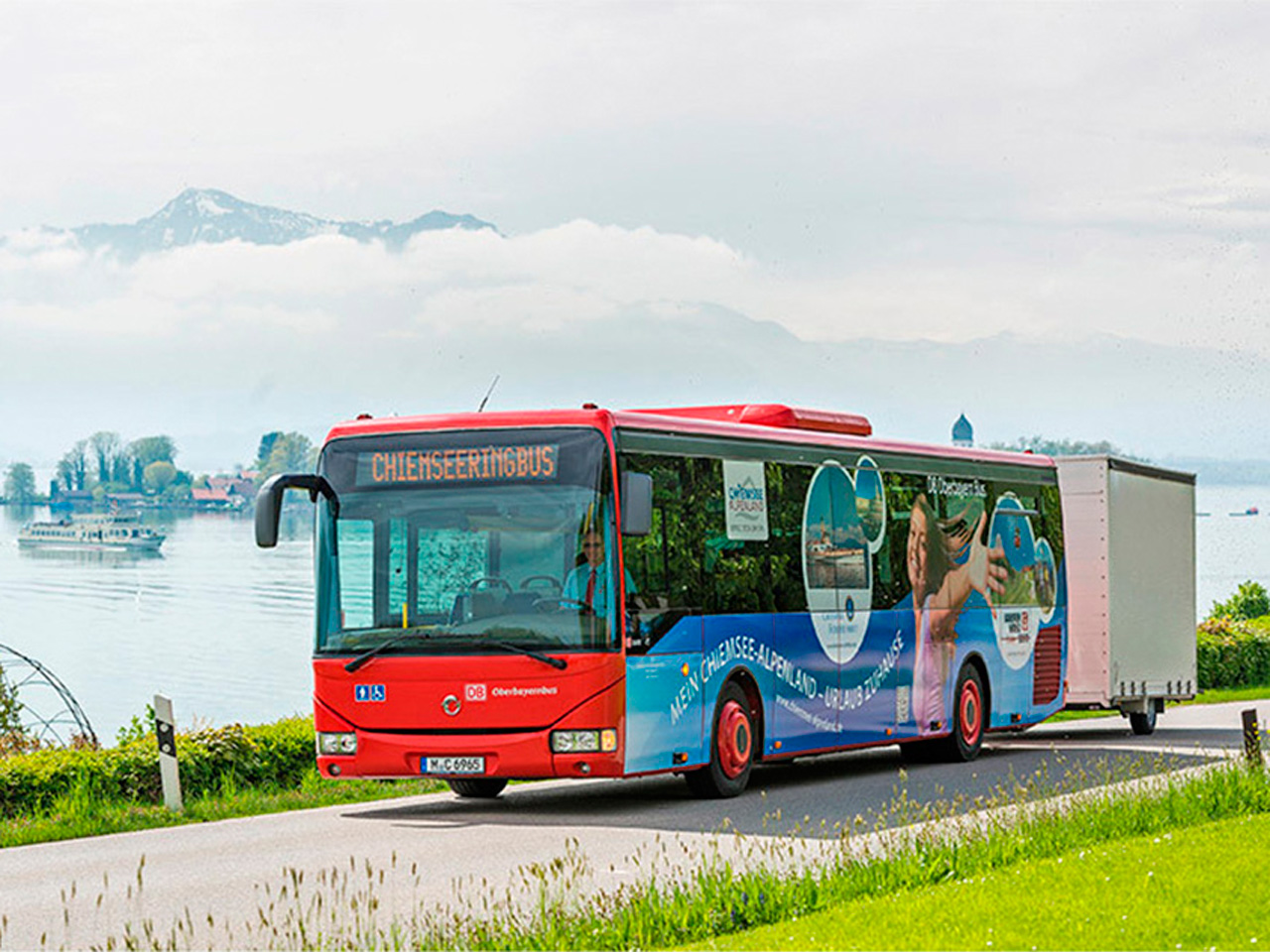 The Chiemsee Ring Bus offers the possibility to take bicycles (Source: www.chiemsee-alpenland.de)