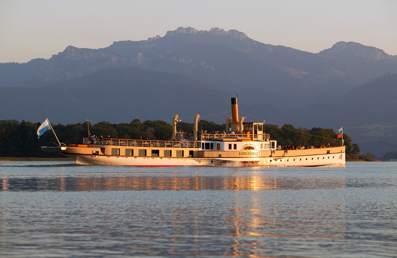 Big round trip of Chiemsee with the histroic paddle steamer (Foto: © Ulli Seer)