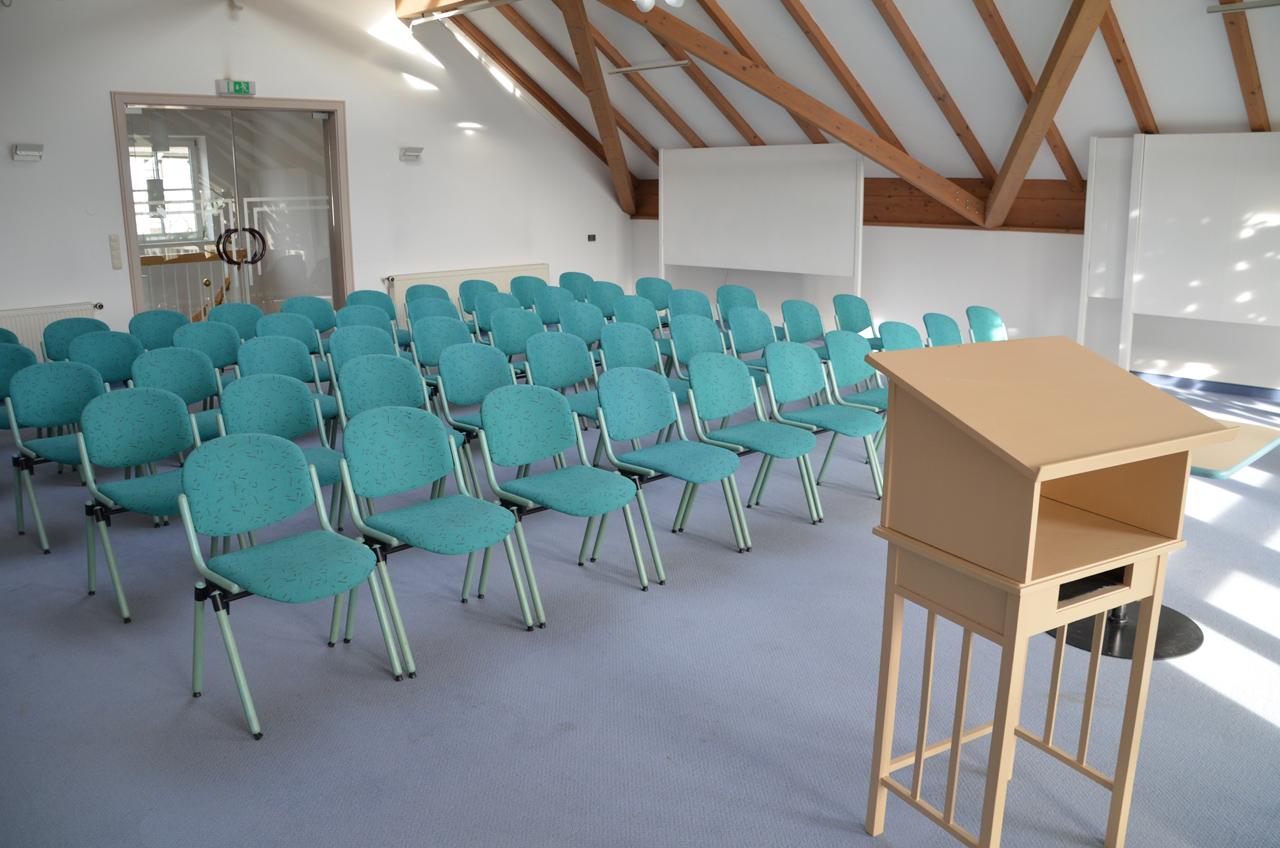 Casa degli ospiti: spazio per seminari sotto al tetto (Foto: © Tourist-Info)
