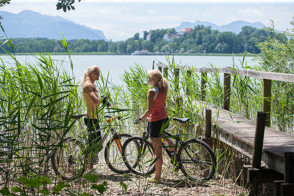 The track around the lake is 65 km – time for a break! (Foto: © Ulli Seer)